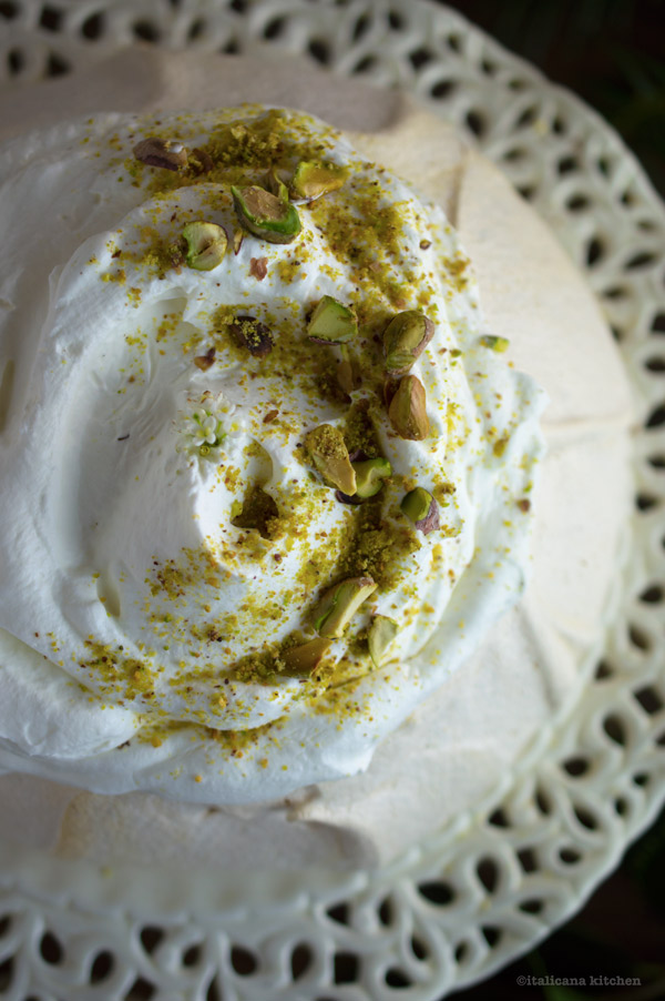 holiday-pavlova-with-pomegranate-and-pistachios-2