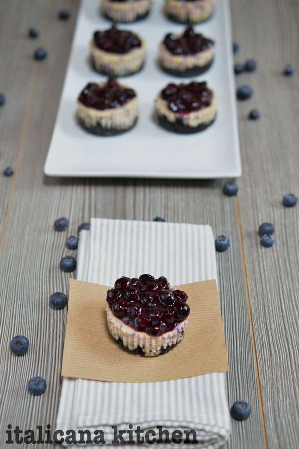 Blueberry-And-Oreo-Mini-Cheesecakes-6
